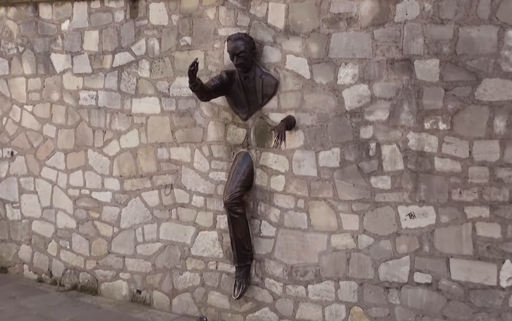 MyMontmartreTours - The passe muraille statue
