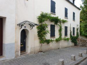 My Montmartre Tours - Little houses with plants in la Butte Montmartre